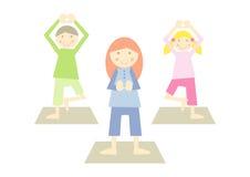 Gosses de yoga (iv) Image libre de droits