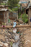 Gosses et eaux d'égout, Kibera Kenya Image libre de droits