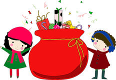 Gosses et sac de Noël avec des cadeaux Photos libres de droits