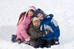 Gosses heureux dans la neige Image stock