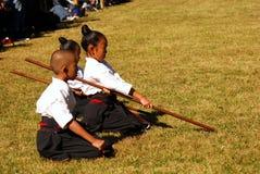 Gosses japonais exécutant le kendo, Tokyo, Japon Photos stock