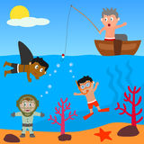 gosses jouant la mer Photos libres de droits