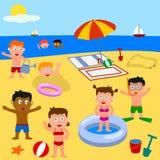 Gosses jouant sur la plage illustration de vecteur
