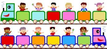 Gosses sur des drapeaux de train Photos libres de droits