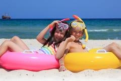 Gosses sur la plage Photo stock