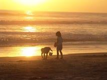 Gosses sur la plage Image libre de droits