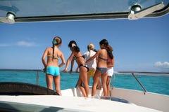 Gosses sur un bateau Image libre de droits
