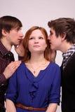 Gossip, colloqui e pensare Fotografia Stock Libera da Diritti