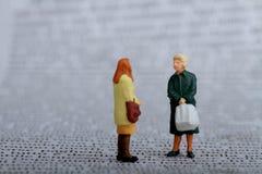 Gossipervrouwen het spreken Stock Foto