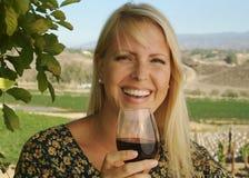 Gosto de vinho bonito da mulher Imagem de Stock Royalty Free