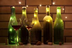Gosto de vinhos velhos na adega imagem de stock royalty free