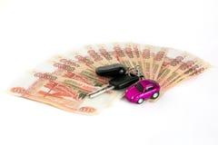 gotówkowy tło biel Samochód jest na pieniądze Rachunki 5 tysiąc ruble, rozprzestrzeniają za fan jak zdjęcie stock