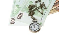 Gotówka i stary kieszeniowy zegarek zdjęcie royalty free