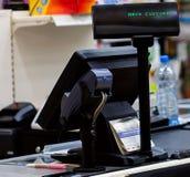 Gotówkowy biurko z terminal w supermarkecie Obrazy Royalty Free