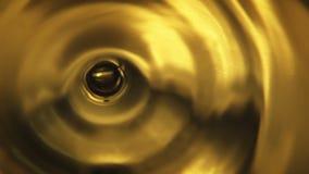 Gota alaranjada da água filme