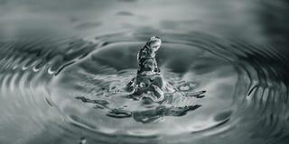 Gota colorida del agua Imagenes de archivo