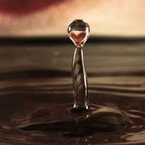 Gota da água com reflexão do coração Fotografia de Stock