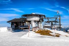 Gota-da estação do elevador de cadeira nos cumes Fotografia de Stock Royalty Free