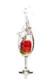 Gota de la fresa en un vidrio de fondo aislado agua Fotografía de archivo libre de regalías