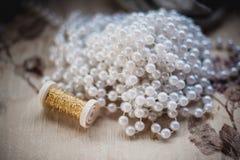 Gota de la perla que hace los accesorios para la decoración Fotos de archivo