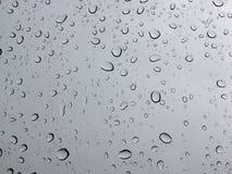 Gota de lluvia en el parabrisas Imagenes de archivo