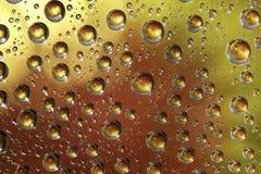 Gota de lluvia en fondo del color Fotos de archivo