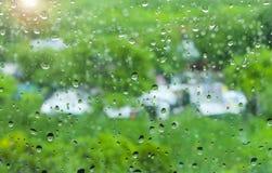 Gota de lluvia sobre el vidrio Imagen de archivo libre de regalías