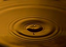 Gota del agua con las ondulaciones Imagen de archivo