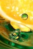 Gota del zumo de naranja. Fotografía de archivo