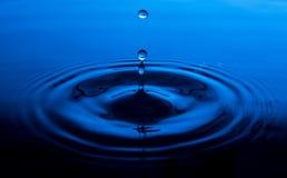 Gota do respingo da água imagem de stock