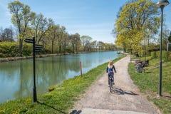 Gota kanal under våren i Sverige Royaltyfri Foto