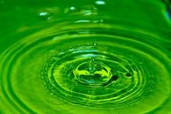 Gota verde del agua Imágenes de archivo libres de regalías