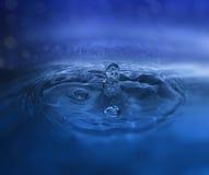 Gota y chapoteo del agua Fotografía de archivo libre de regalías