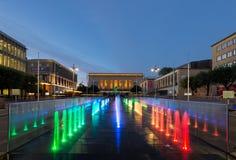 Gotaplatsen avec la fontaine colorée à Gothenburg, Suède Photographie stock libre de droits
