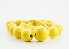 Gotas amarillas en el fondo blanco Imagenes de archivo