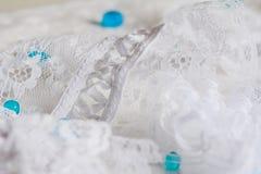 Gotas blancas del wirh del cordón imágenes de archivo libres de regalías