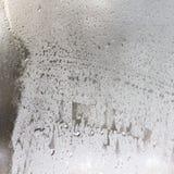 Gotas congeladas no vidro geado. Fundo textured inverno. Fotos de Stock Royalty Free