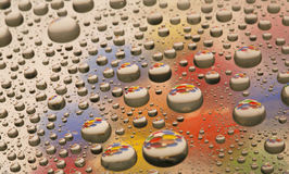 Gotas da água com cor Fotografia de Stock