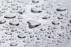 Gotas da água de Abstact na superfície de aço inoxidável poniched Foto de Stock