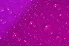Gotas da água na superfície cor-de-rosa Imagem de Stock Royalty Free