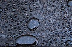 Gotas da água na superfície encerada Fotos de Stock Royalty Free