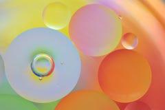 Gotas da água no óleo Foto de Stock