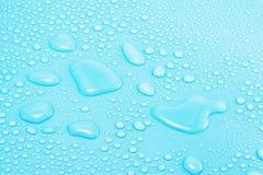 Gotas da água no azul Fotografia de Stock