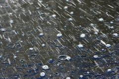 Gotas da chuva imagens de stock