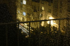 Gotas da chuva da noite na rua Imagem de Stock Royalty Free
