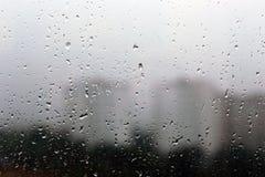 Gotas da chuva em uma janela Fotografia de Stock Royalty Free