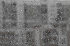 Gotas da chuva em uma placa de janela imagem de stock royalty free