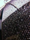 Gotas da chuva em uma tela da janela imagens de stock
