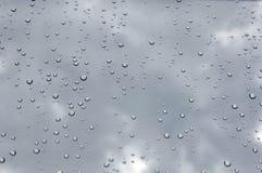 Gotas da chuva na janela foto de stock