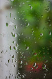 Gotas da chuva na janela, dia chuvoso, fundo da natureza Fotografia de Stock